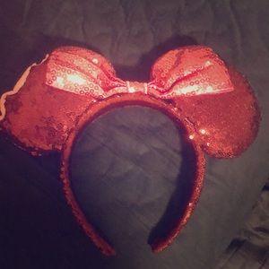 Minnie ice cream bar ears!